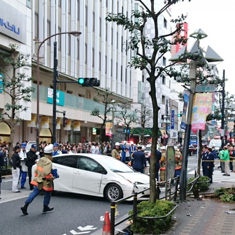 7 injured after elderly driver hits pedestrians in western Tokyo photo