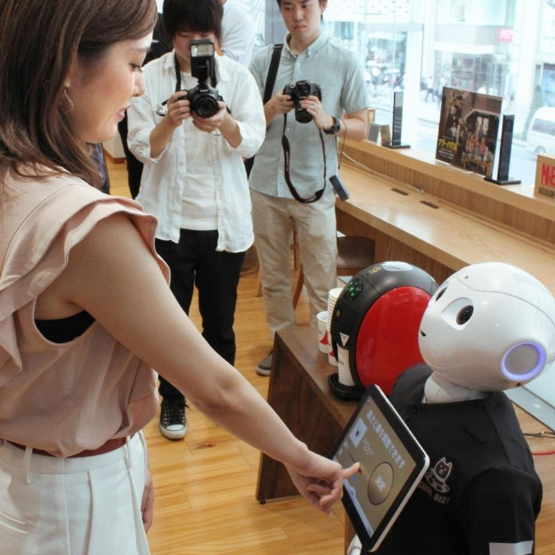 Japan economy needs AI, robots to offset aging population: white paper photo