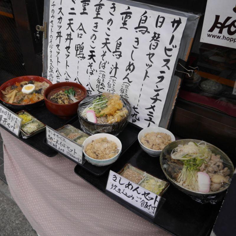 Plastic food displays vs Real food displays photo