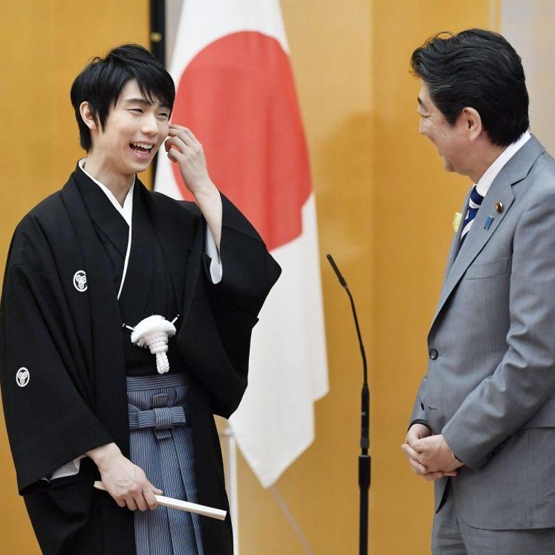 Figure skater Yuzuru Hanyu receives nat'l honor award photo