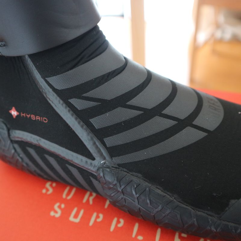 Japanese winter surf gear: SURF 8 boots photo