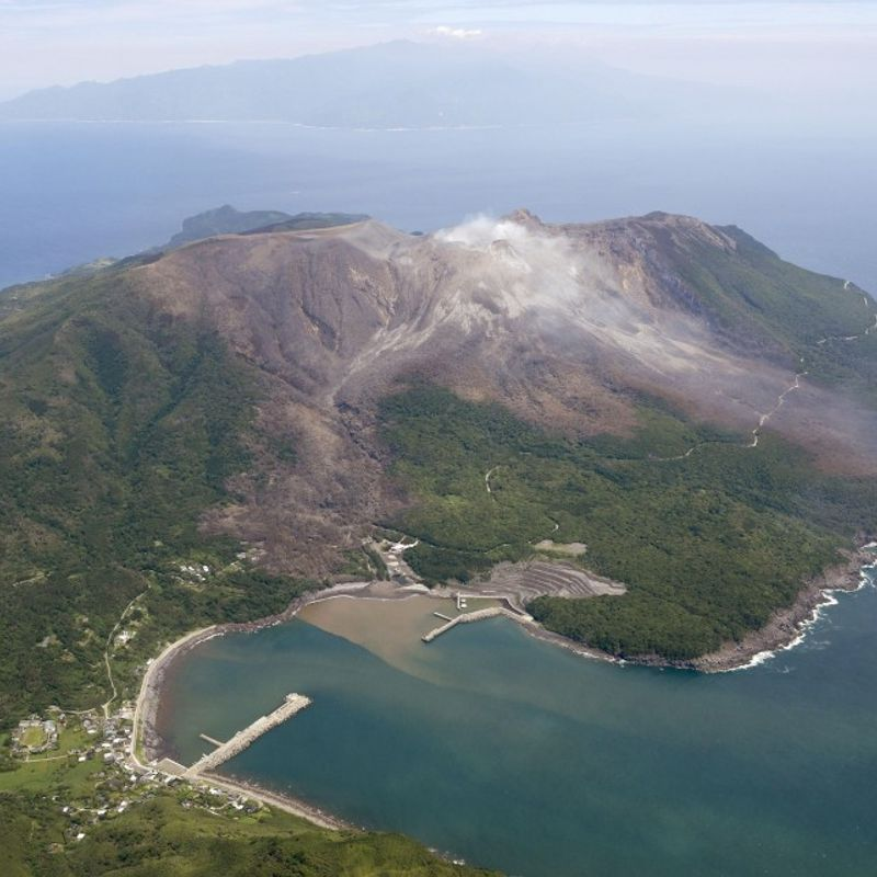 Alert level raised for volcano on southwest Japan island photo