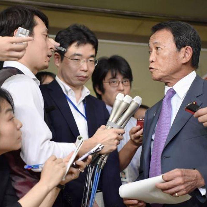 Deputy PM Aso retracts remark on Hitler's Holocaust motive photo
