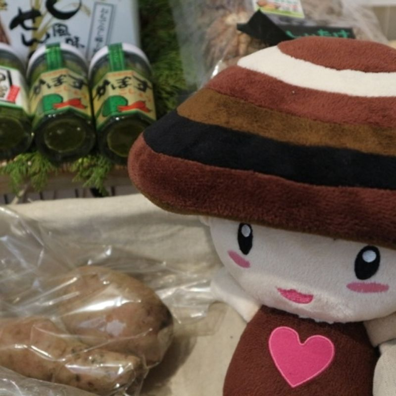 Tokyo Kotsu Kaikan: Antenna shops, travel, and multitasking photo