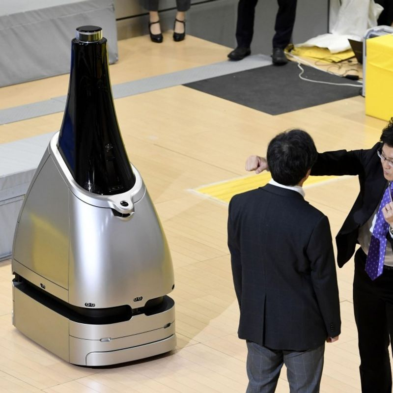 Robot station security guard unveiled ahead of 2020 Tokyo Olympics photo