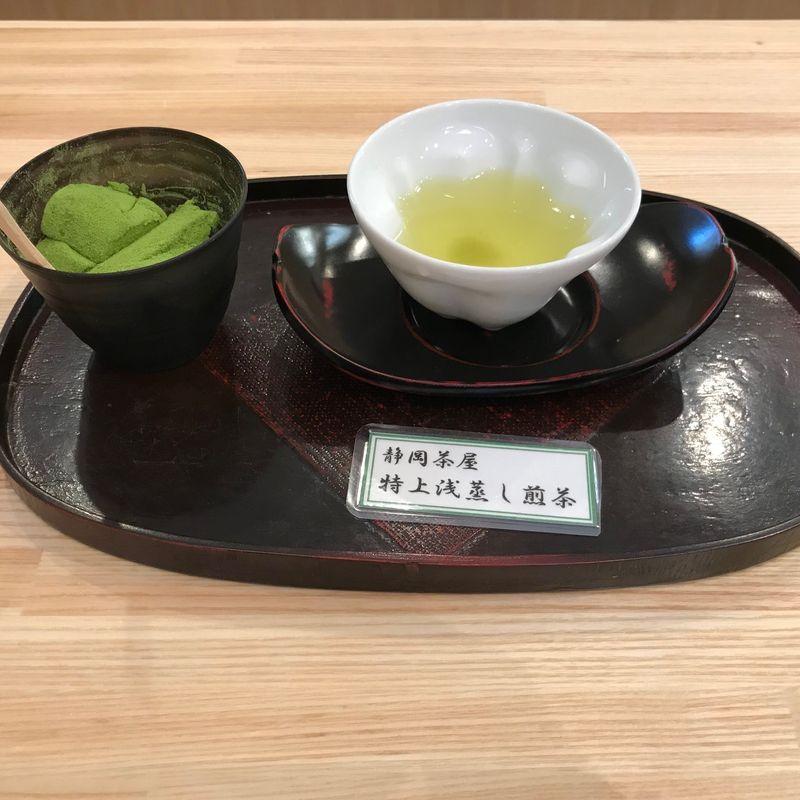 外国人がお茶を飲む photo