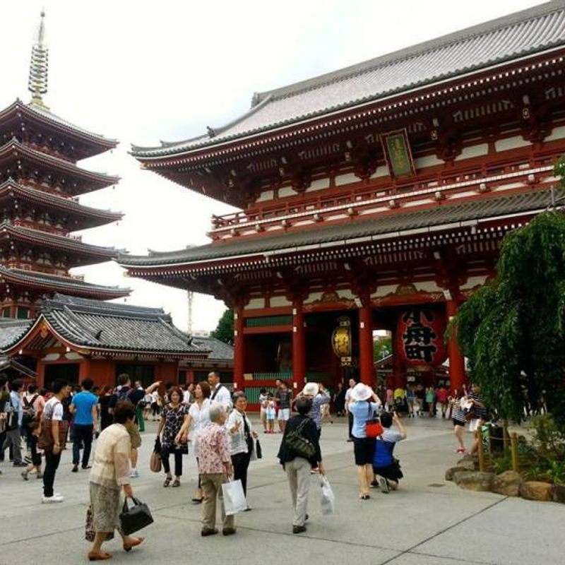 How to stay on a budget in Japan photo