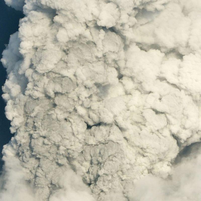 2,000-meter volcanic plume sends ash over southwestern Japan photo
