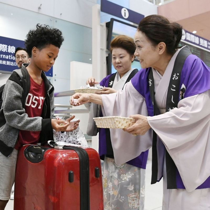 Kansai airport fully back in business 17 days after typhoon havoc photo