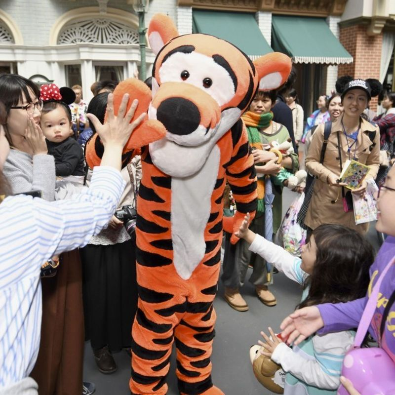 Tokyo Disneyland seeks rejection of costumed performers' damages suit photo