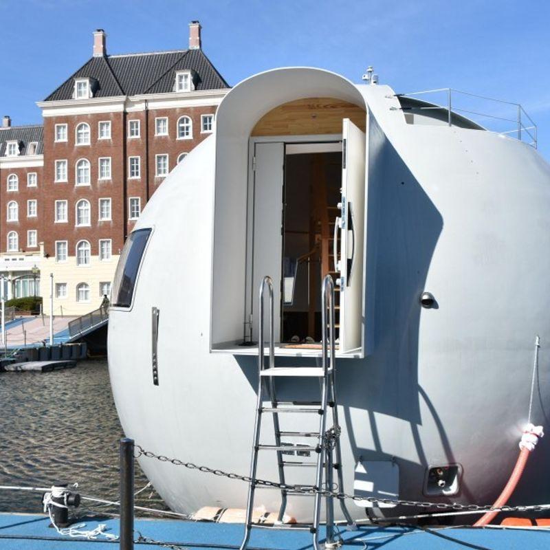 Japanese theme park Huis Ten Bosch unveils floating capsule hotel photo