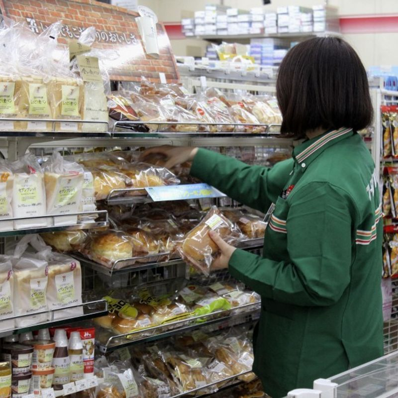 Seven-Eleven, Lawson to discount foods close to expiry to cut waste photo