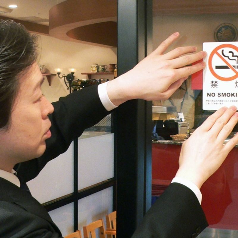 Cancer researcher sets up website on smoke-free restaurants in Japan photo