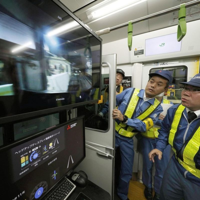 Automatic train run test conducted on Tokyo's Yamanote loop line photo