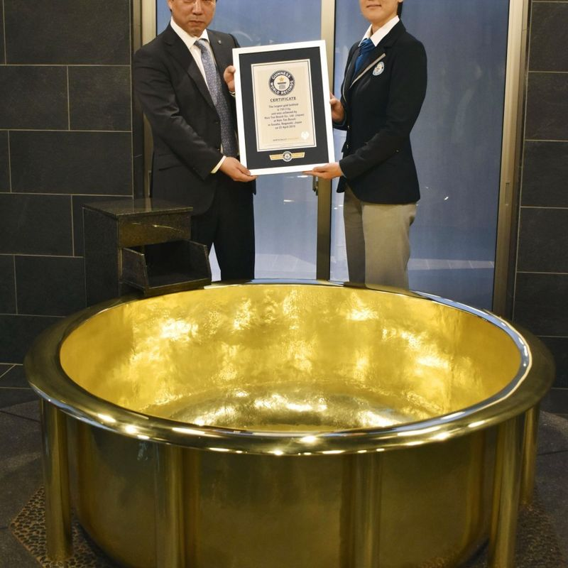 Gold tub at Japanese resort recognized by Guinness as heaviest photo
