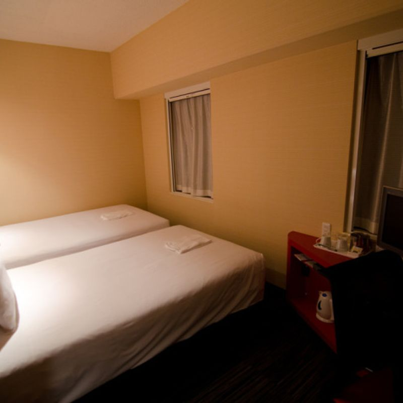How much does it cost to stay in a business hotel in Japan? photo