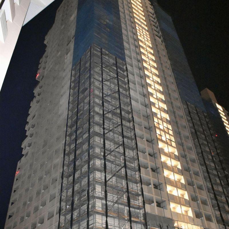 Kobe woman arrested for dumping trash off 31st-floor condo balcony photo