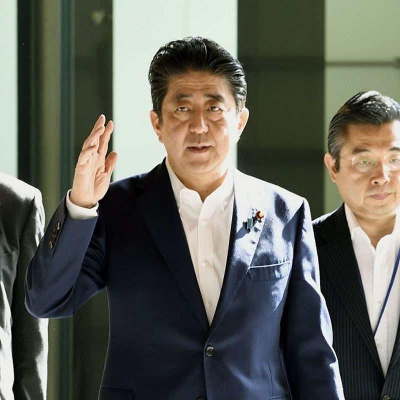 Abe eyes dissolving lower house by end of Sept. for Oct. 22 election photo