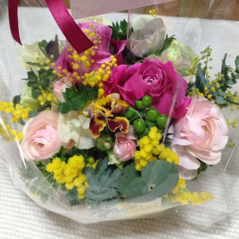 Ikebana means flower arrangement. True or false? photo