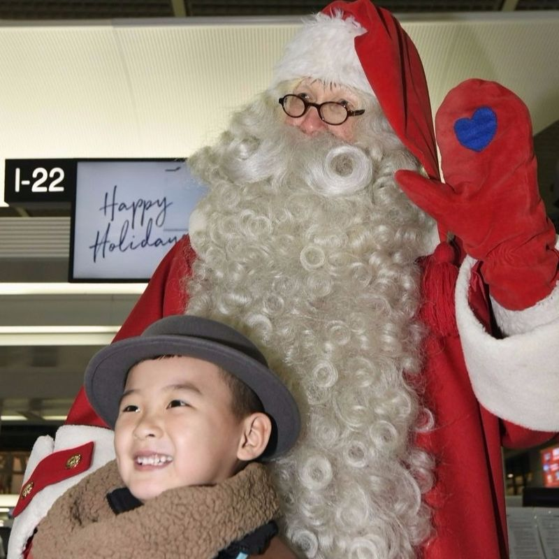 Santa Claus arrives in Japan ahead of Christmas photo