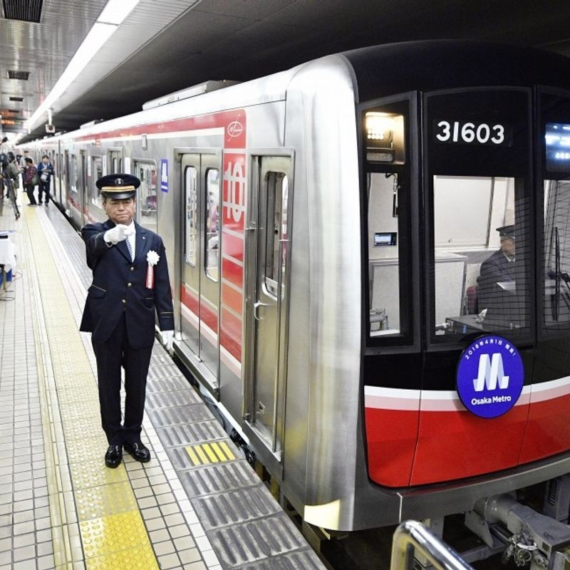 Osaka subway drivers win court case over right to grow beards photo