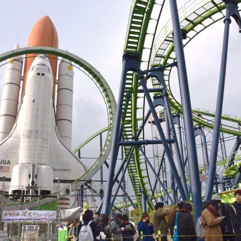 遊園地が最後のフロンティアに達すると、ファンはスペースワールドに集まる photo