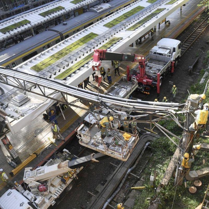 2 dead, over 150 injured as powerful typhoon wreaks havoc in Japan photo