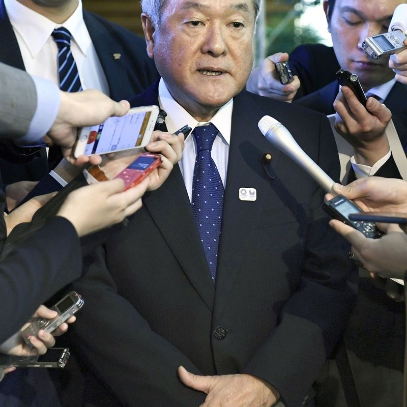 Abe vows to regain public trust after sacking Olympics minister photo