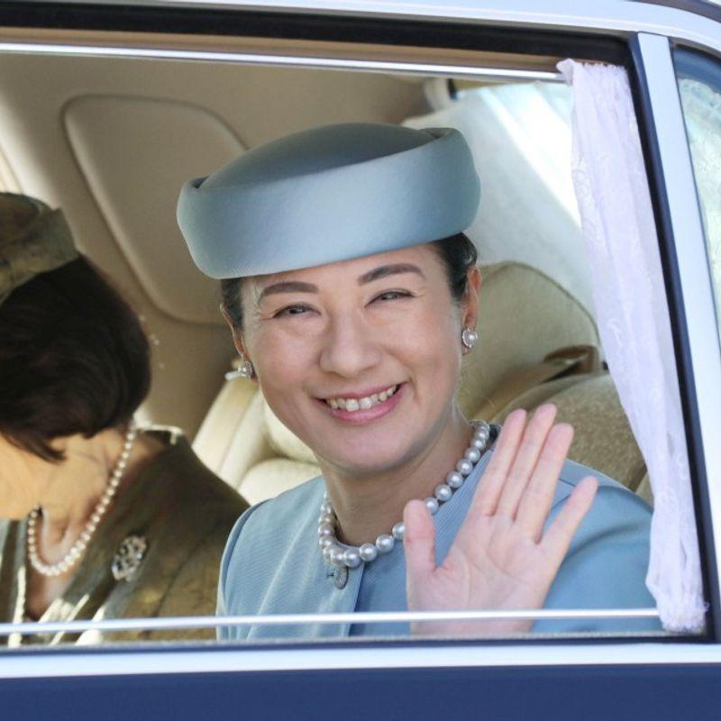日本の王冠王女は、皇太后妃の継承として努力している photo