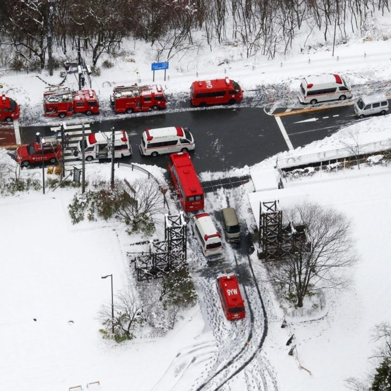 13 hikers rescued from snowy mountain trail near Tokyo photo
