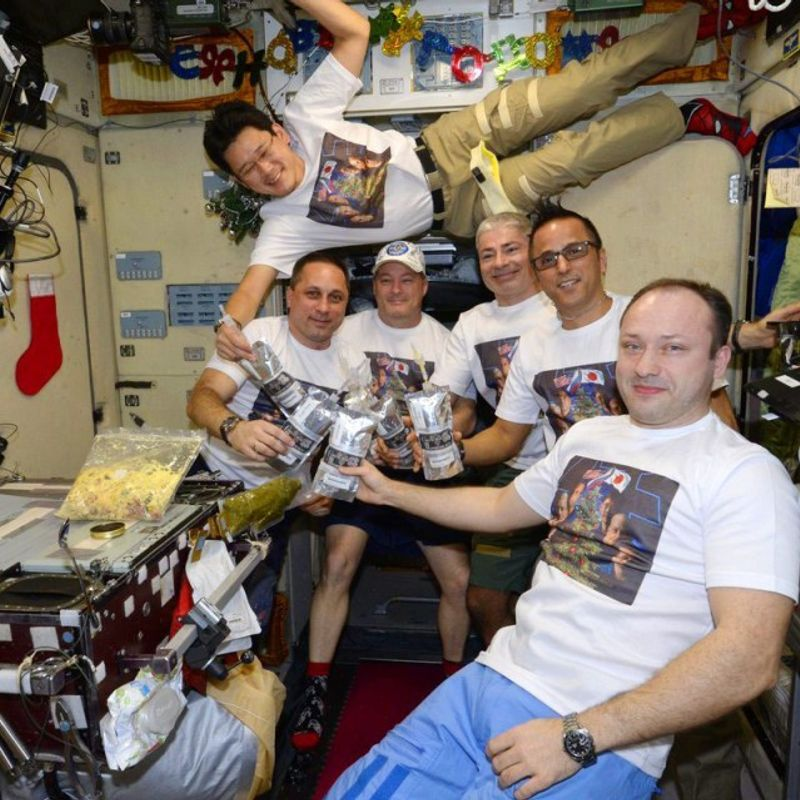 "Japanese astronaut apologizes for feeding ""fake news"" he grew 9 cm photo"