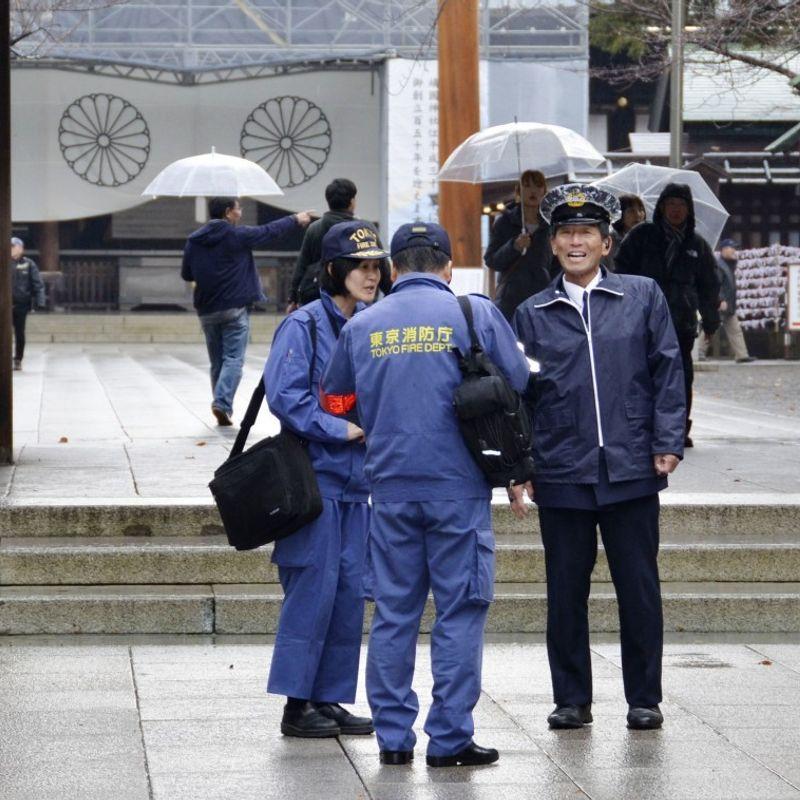 China activist held after lighting fire at war-linked Tokyo shrine photo
