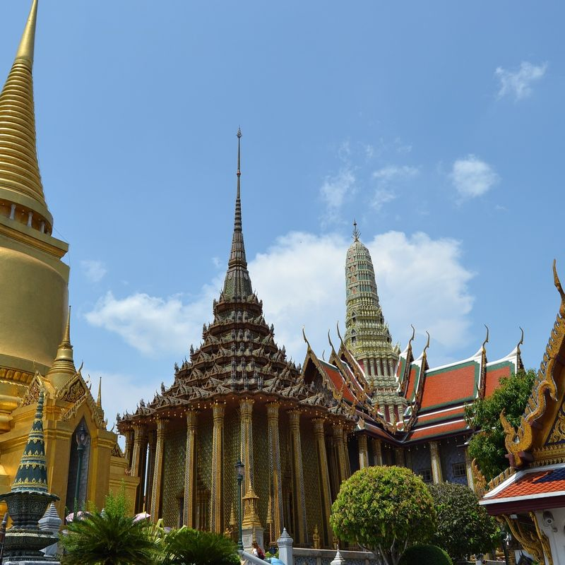 How much does it cost to fly from Tokyo to Bangkok? photo