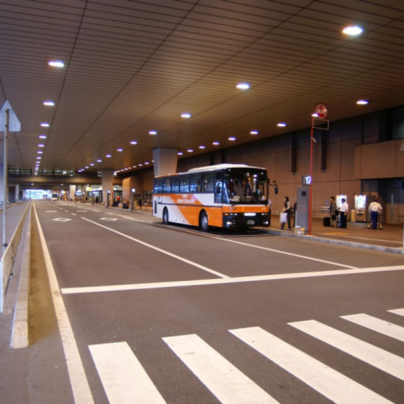 How much does it cost to travel from Narita Airport to Tokyo? photo