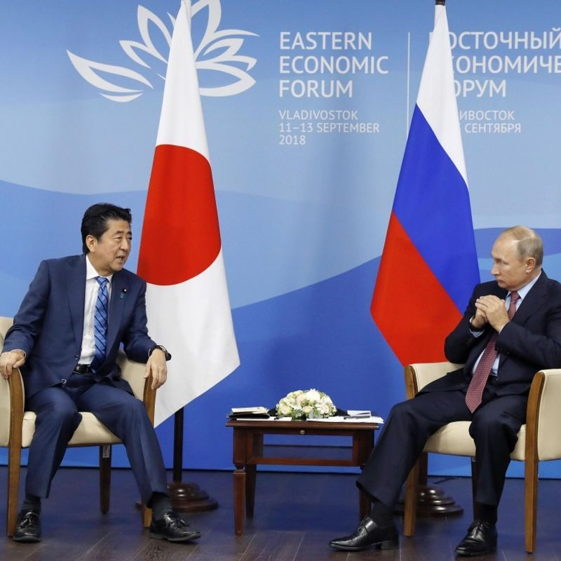 Abe, Putin agree to promote economic programs on disputed islands photo
