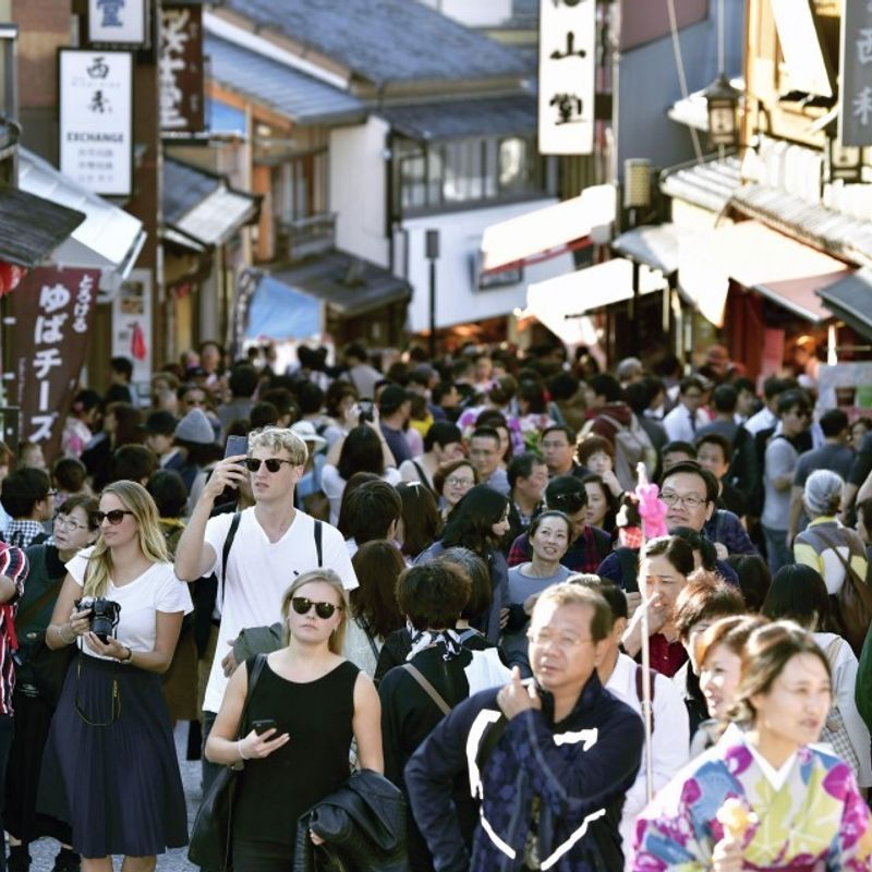 Foreign tourists in Japan set to hit record high 30 mil. in 2018 photo