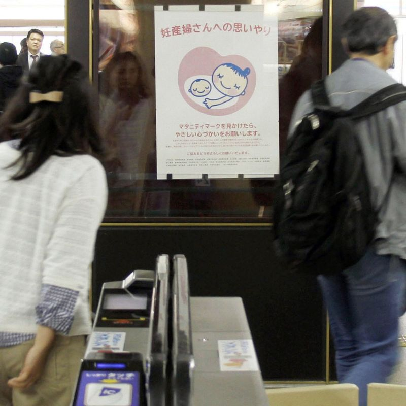 Tokyo subway test aims to let pregnant women secure seats via chat app photo