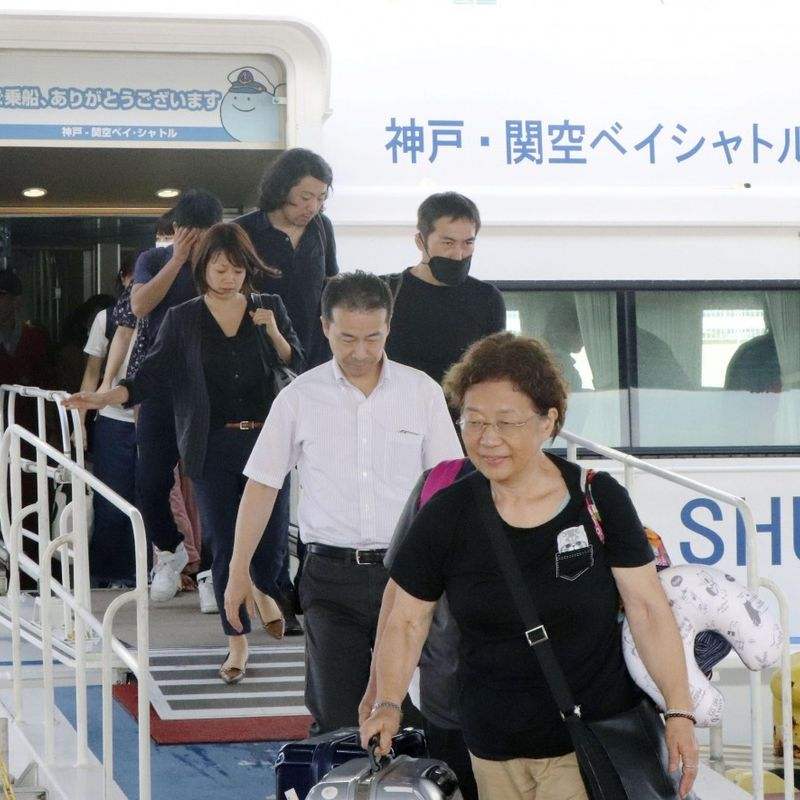 Stranded tourists ferried out of flooded Osaka airport as typhoon kills 11 in Japan photo
