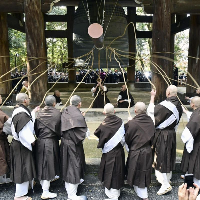 Ringing of giant bell rehearsed at Japan temple before New Year's Eve photo