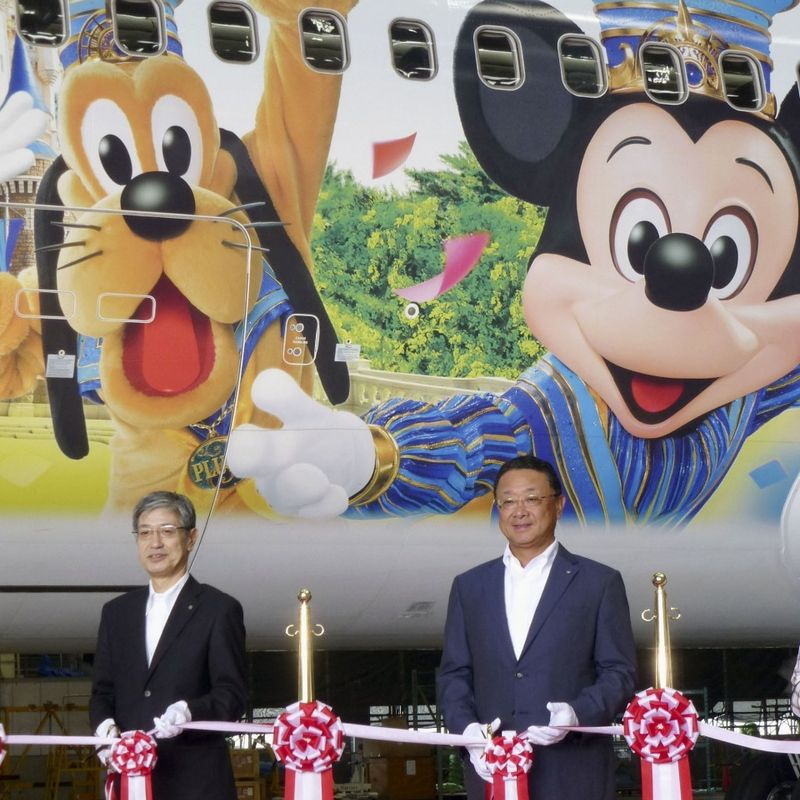 Japan Airlines launches new Disney-themed Boeing 767 photo