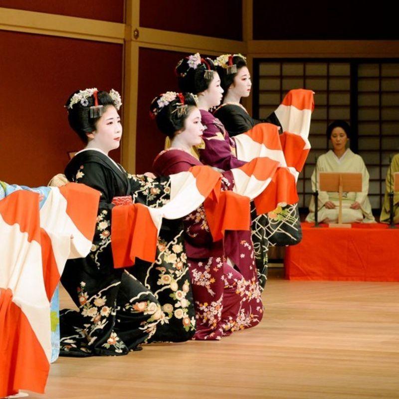 芸者、京都で10月のダンスイベントを見習う photo