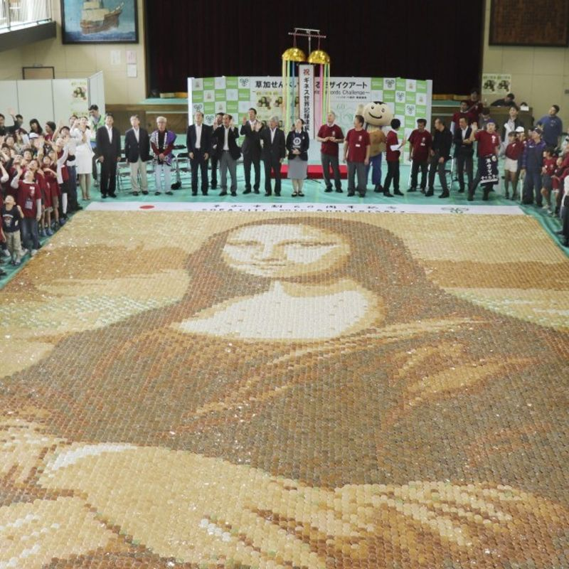 Giant Mona Lisa replica created with 24,000 rice crackers in Japan photo