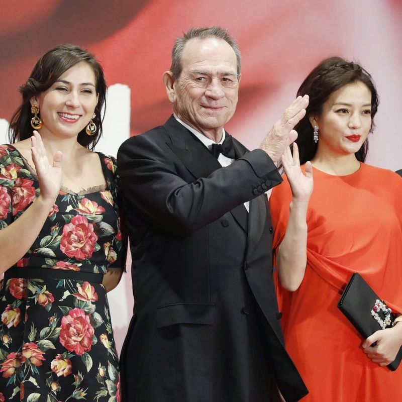 Tokyo int'l film festival opens, U.S. actor Jones walks red carpet photo