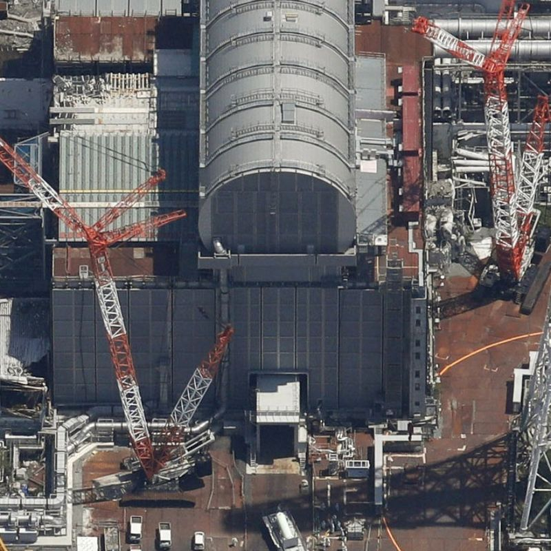 TEPCO transfers some fuel from Fukushima plant No. 3 unit pool photo
