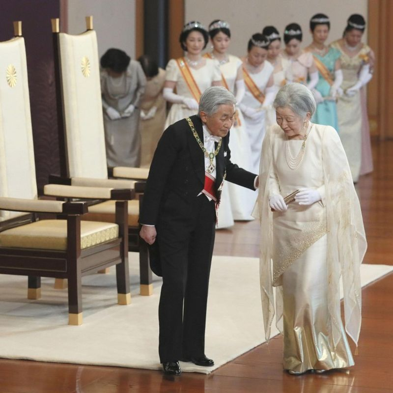 Japan's emperor, empress mark 2018 New Year with ceremony, poems photo
