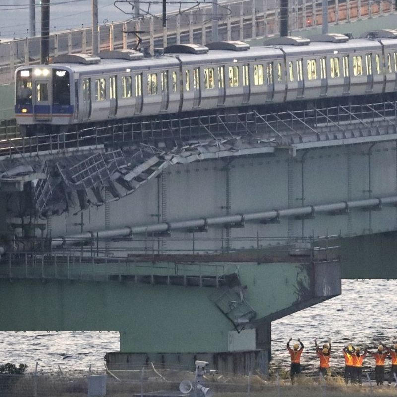 Railway services to Osaka's typhoon-hit Kansai airport resume photo