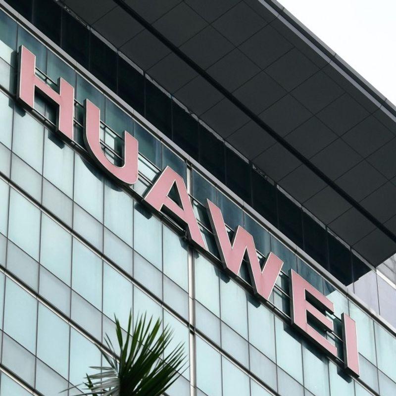 Japanese mobile carriers postpone sales of new Huawei smartphones photo