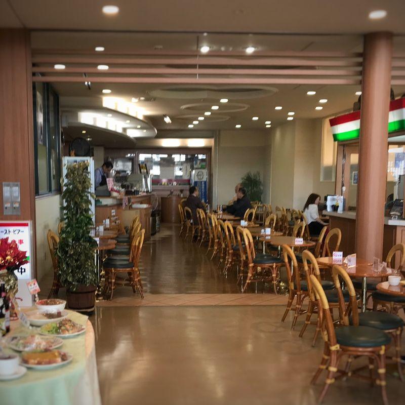 C'mon, Japan: Airport Cafe Smoking edition photo