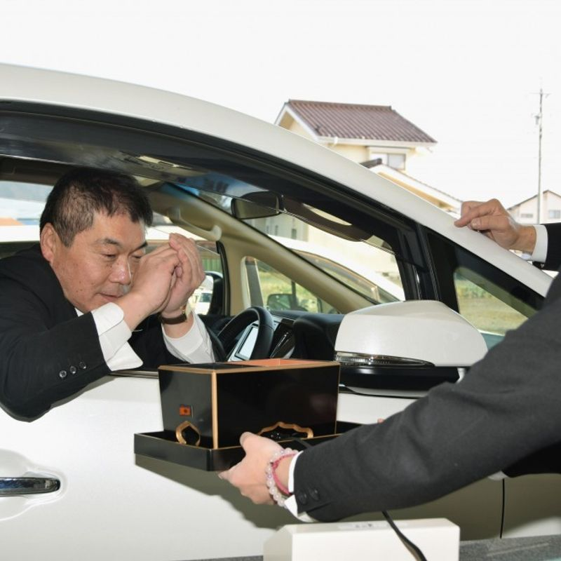 Nagano drive-thru funeral home to serve less mobile mourners photo