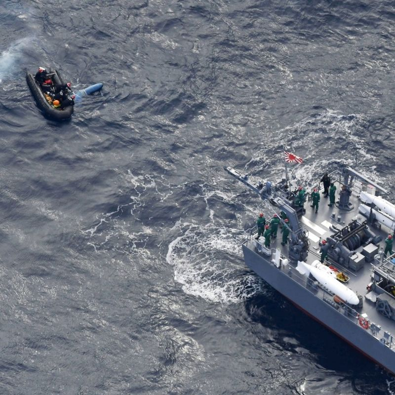 Search for crew continues after ASDF chopper crashes off central Japan photo